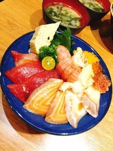 坐著做。海鮮丼飯專門店